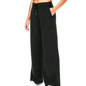 Lululemon black wide leg s6 pants